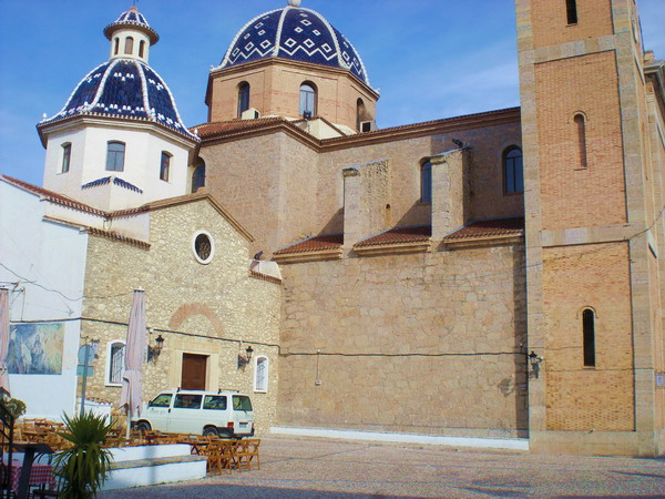 alteas beautiful church Four Fun Things To See and Do in Altea, Spain (And Don't Miss The Train Station!)